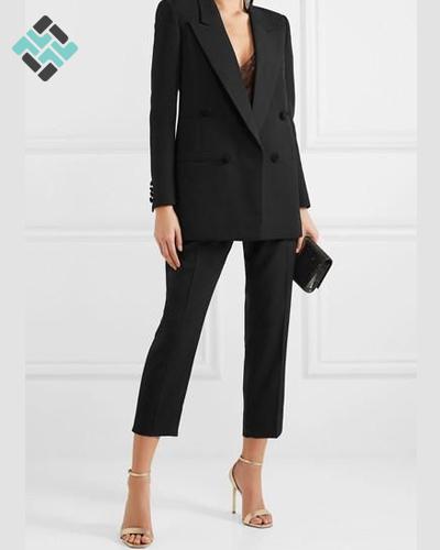 کت و شلوار زنانه مشکی با کفش پاشنه دار
