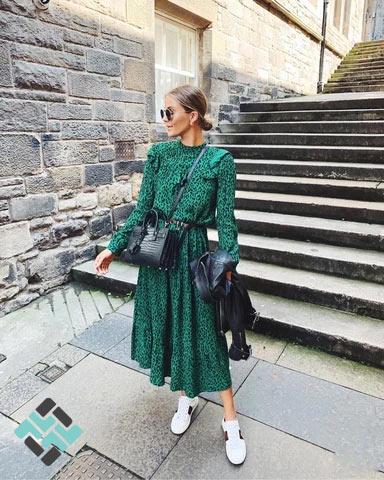 لباس مجلسی بلند با کفش اسپورت